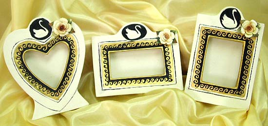 Swan pattern assorted design hand painting ceramic picture frame set