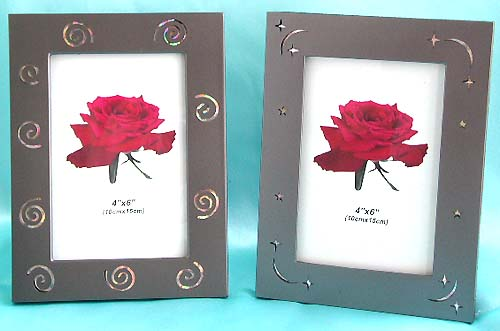 Metallic picture frame with dot or spiral pattern design on edge, romantic gift product distributor. Maintain your sweetest memories forever with this fansy elegant photo frame !