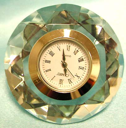 Crystal made of diamond style design fashion clock